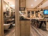 Łazienka i aneks kuchenny z jadalnią na parterze