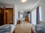 Pokój 4 osobowy z balkonem i widokami na góry