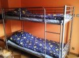 na tych łóżkach mogą spać osoby dorosłe