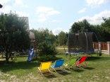 Posesja przy Leśnej 31 - plac zabaw, trampolina