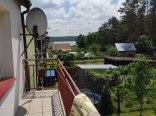 balkon- widok na jezioro