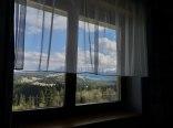 widok przez okno