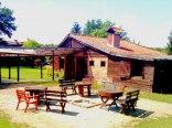 chata grillowa z miejscem na ognisko
