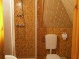 Łazienka z prysznicem dla pokoi nr 1 i 2.