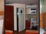 Pokój z łazienką, mini aneksem oraz osobnym wejściem