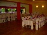 jadalnia w trakcie dekorowania na wesele