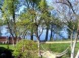 Widok na jezioro i działkę z tarasu