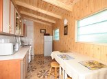 ogólno dostęna kuchnia dla małego budynku