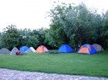 pole namiotowe w ogrodzie z widokiem na Wisłę