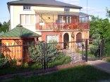 Oferujemy 3 pokoje gościnne i duże pomieszczenie gospodarcze (kuchnia)