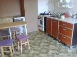 Każdy pokój posiada własną kuchnię lub aneks kuchenny.