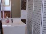 Estetyczne łazienki w każdym pokoju.