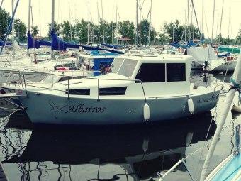 CZARTER łódź motorowa bez uprawnień rejs i nocleg dla 4 osób MAZURY