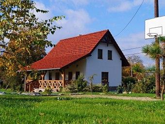 """Dom """"Pod klonem"""" z sauną oraz Dom """"Agata"""""""
