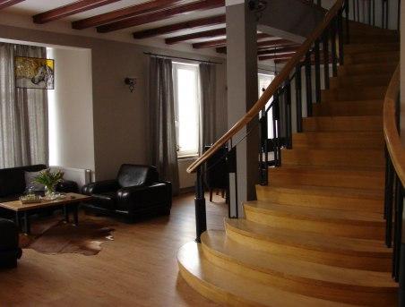 U Zzuanny - 2 ogromne salony połącone pięknymi schodami