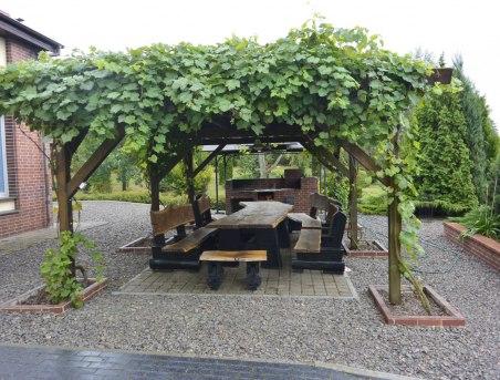 U Zuzanny - taras z kuchnią letnią i stołem biesiadnym