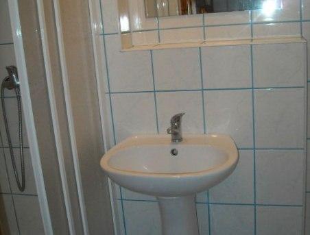 jedna z łazienek