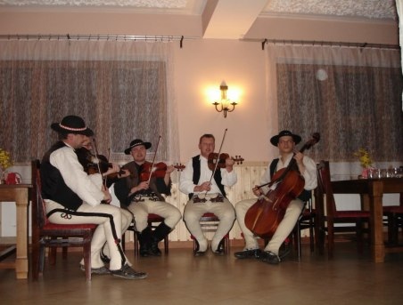 Zabawy z Kapelą Góralską w Podhalance