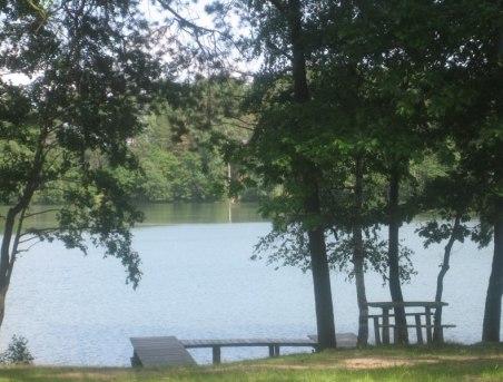 przy jeziorze