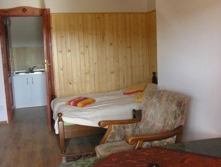 Kolejny pokój z wygodnym łózkiem i wypoczynkiem plus Klimatyzacja