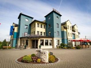 WEEKEND MAJOWY W HOTELU PIASKOWYM *** W PSZCZYNIE - Hotel Piaskowy *** Restauracja Kameralna